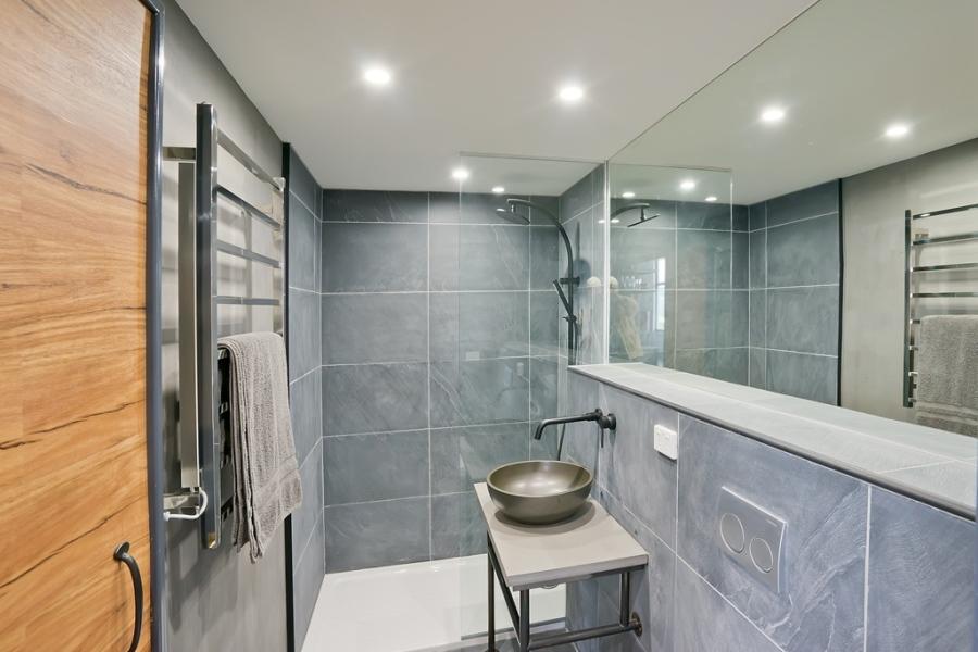 Glamtainer Bathroom
